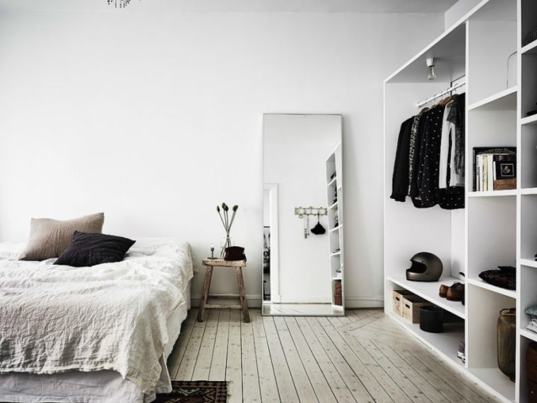 20-bedroom with mirrors