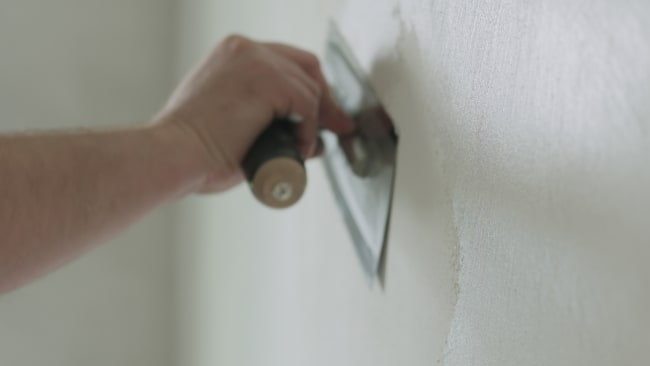 How to fix humidity problems if the walls are made of plaster?