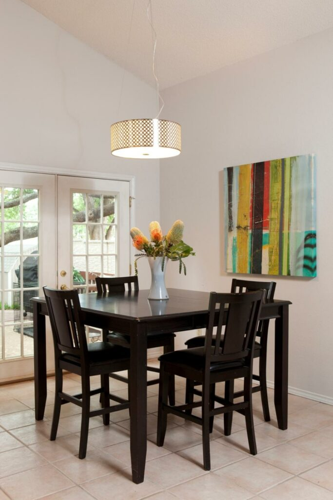 white-dining-rooms-flowers-special-conceptor-walls