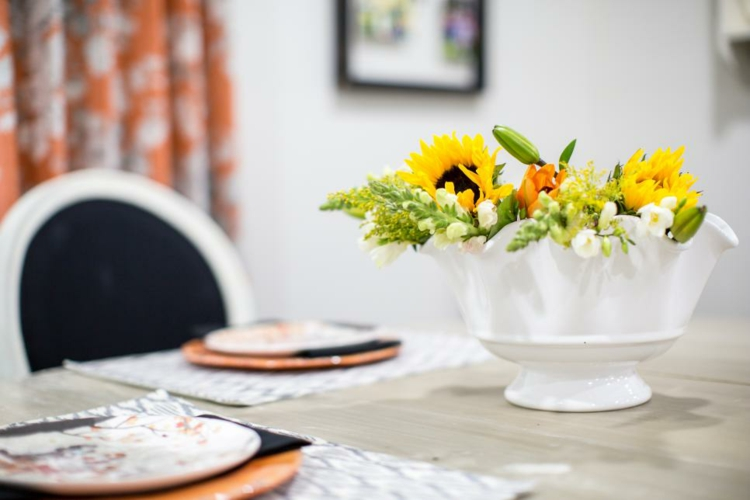 contrasting-white-bowl-special-flowers