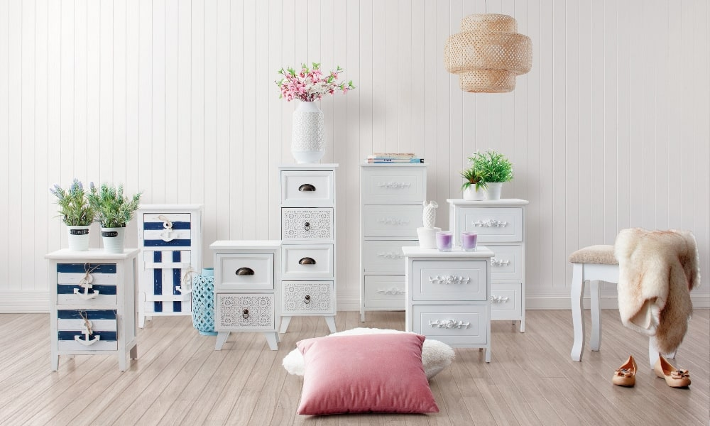 Painting furniture in white for a navy or romantic style